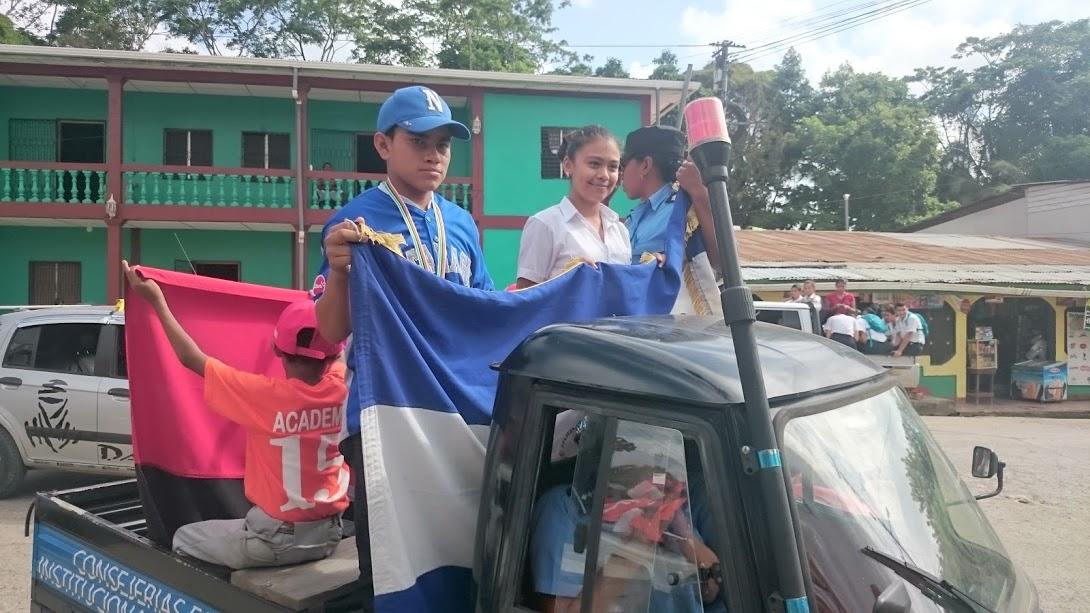 El peloterito siuneño Fidel Loáisiga fue recibido como héroe en Siuna, tras su participación con la Selección Nacional de Béisbol Infantil Sub-12, la cual obtuvo la medalla de bronce en 2015. Fue nuestro peloterito quien entregó al presidente el trofeo.