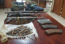 Dos fúsiles de guerra, con sus cargadores y cartuchos, entre otros pertrechos militares fueron ocupados a los delincuentes abatidos.