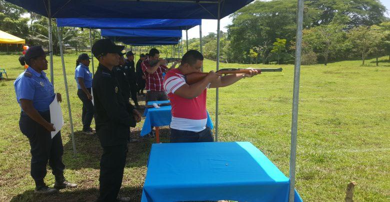 Productores y otros sectores de la comunidad participaron en el segundo campeonato de tiro al blanco organizado por la Policía en saludo a su 38 aniversario.