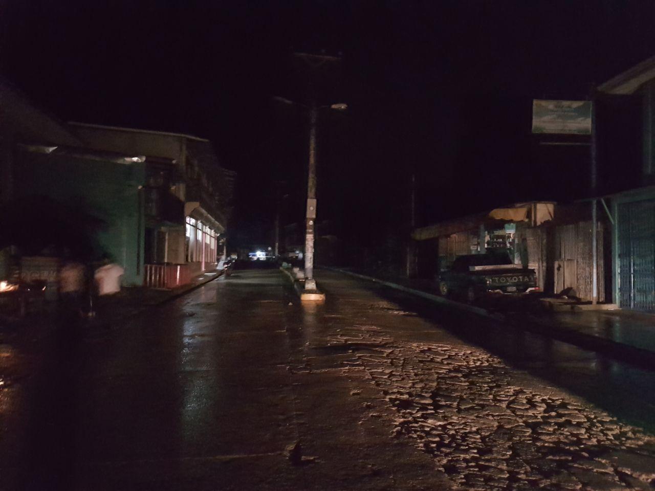 Casi tres horas sin energía llevan los municipios del Triángulo Minero, los cuales a la vez son azotados por lluvias.