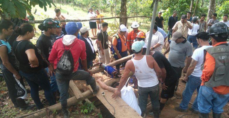 Una brigada de HEMCO, mineros artesanales, cooperativas de mineros artesanales y otras autoridades trabajaron en el rescate de los cuerpos.