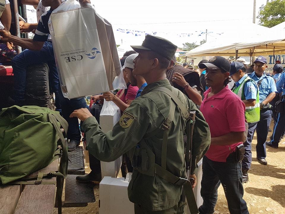 Bajo custodia de efectivos del Ejército fue trasladado el personas de los 67 Cetros de Votación de Siuna