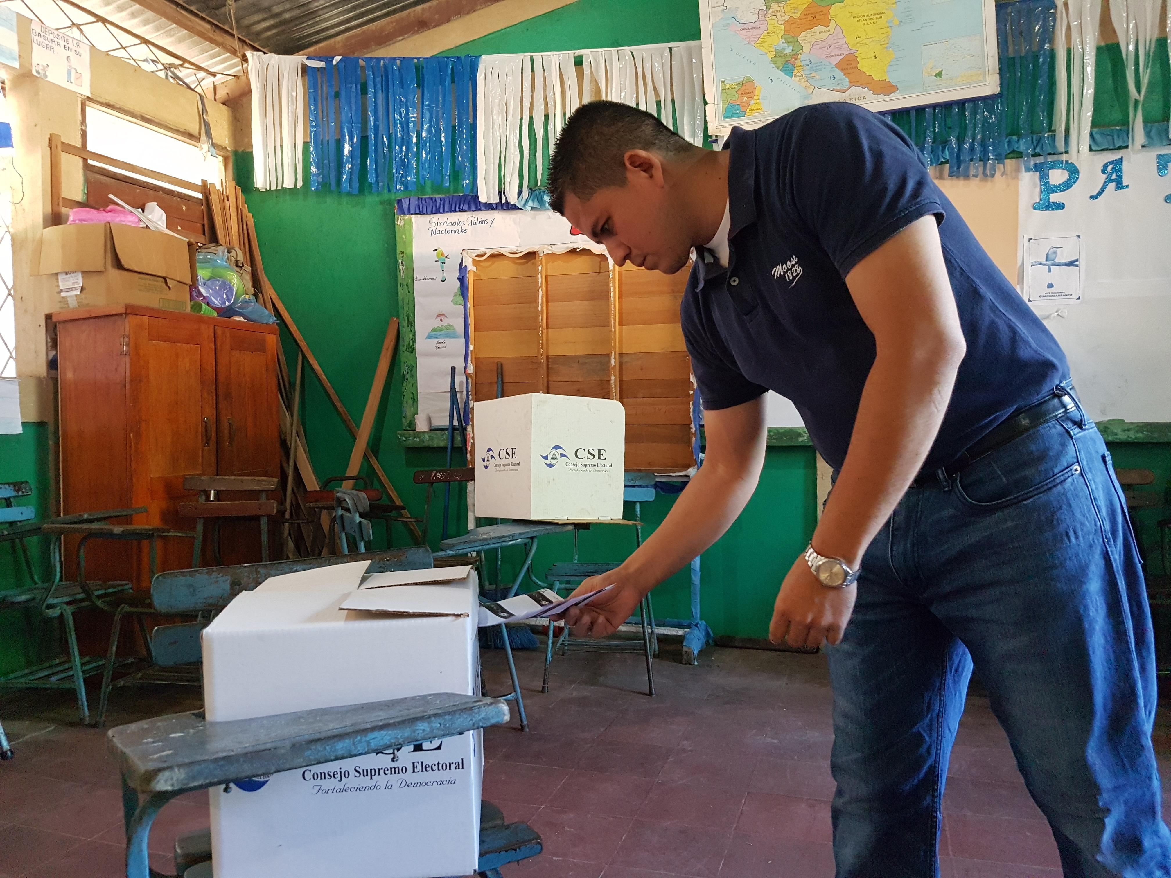 Representantes de partidos firman fianza de daños a terceros para elecciones regionales