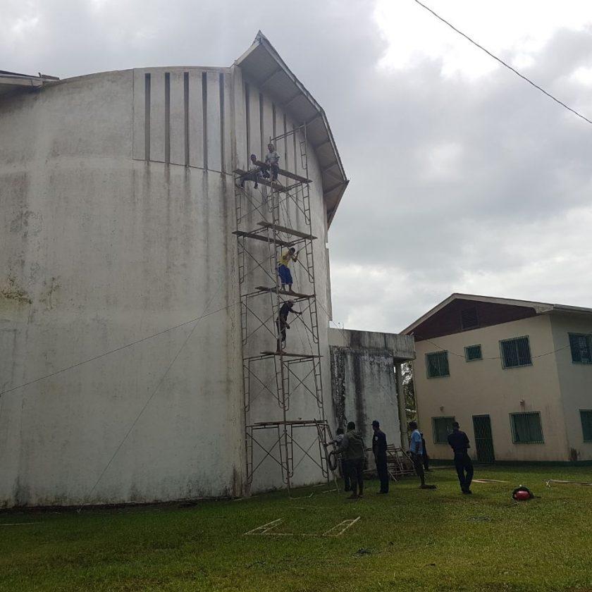 Aún se encuentran evaluando los daños en el techo del templo.