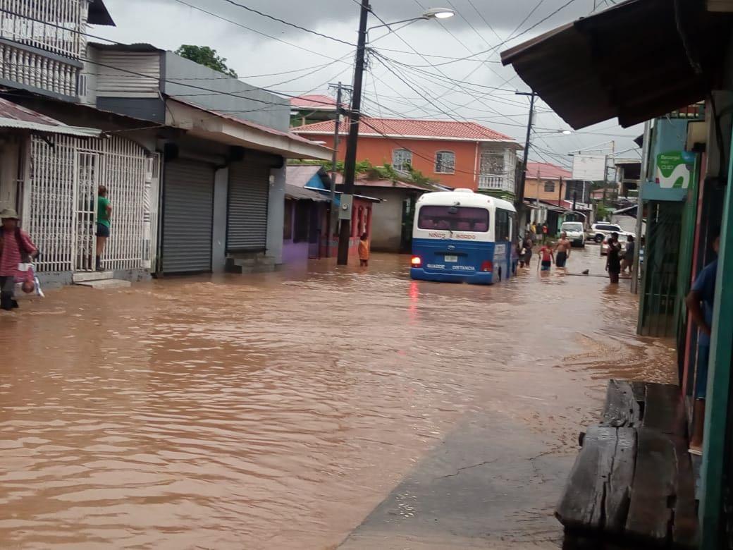 Las calles de Bluefields lucen inundadas sobre todo en los barrios Fátima y Central