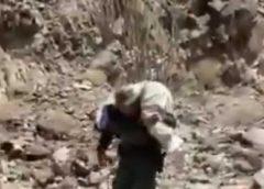 Policía carga a una migrante herida tras perderse mientras cruzaba ilegalmente
